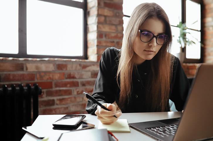 Galia Puerto - ¿Cuál es la clave del éxito en el teletrabajo? ¡Cinco consejos para mejorar tu rendimiento en el espacio de coworking!