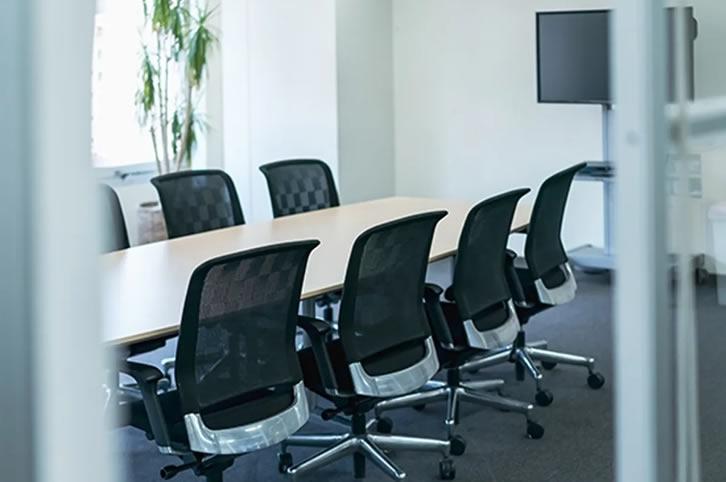Galia Puerto - Consejos para elegir la sala de reuniones perfecta ¡Convertimos tu compromiso laboral en todo un éxito!